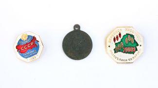 Раритетная медаль и значки переписи населения 1989 и 2009 годов
