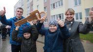 Ключи от новых квартир в Межисетках Могилевского района получили 53 многодетные семьи