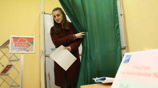 Екатерина Астапович во время голосования