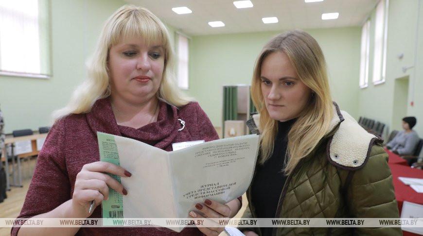 Во время беседы заместителя избирательной комиссии Ольги Поповой с корреспондентом БЕЛТА Анастасией Гузовской