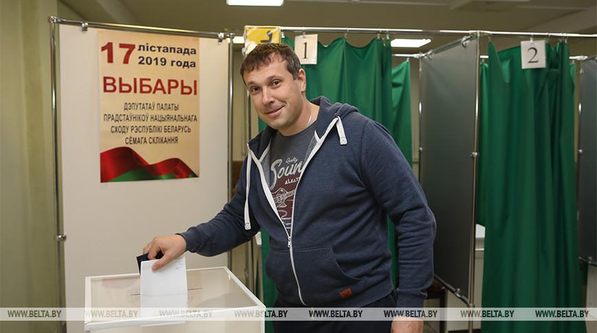 Руслан Вегера во время голосования