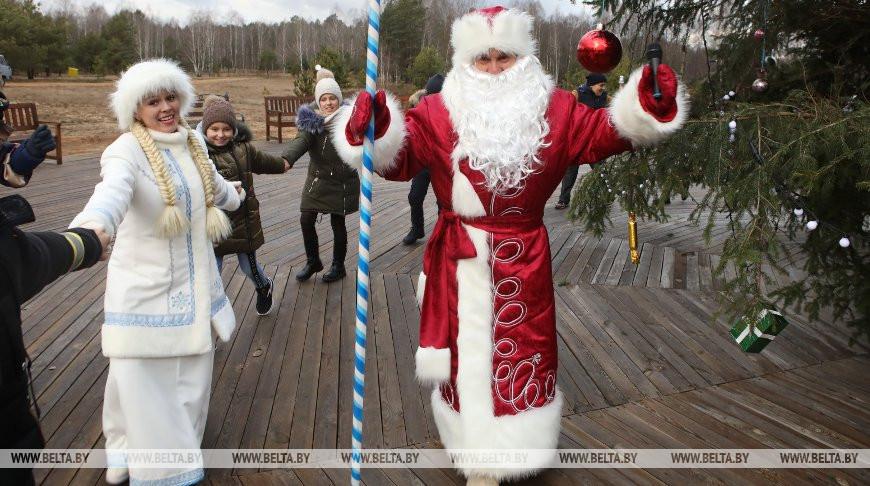 ФОТОФАКТ: Новогодняя служба Деда Мороза и Снегурочки объявила конкурс на лучшее письмо