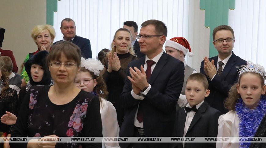 Андрей Кунцевич во время праздника в Белыничской вспомогательной школе-интернате