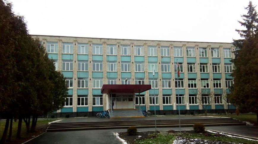 Более 760 человек эвакуировали из школы в Белоозерске