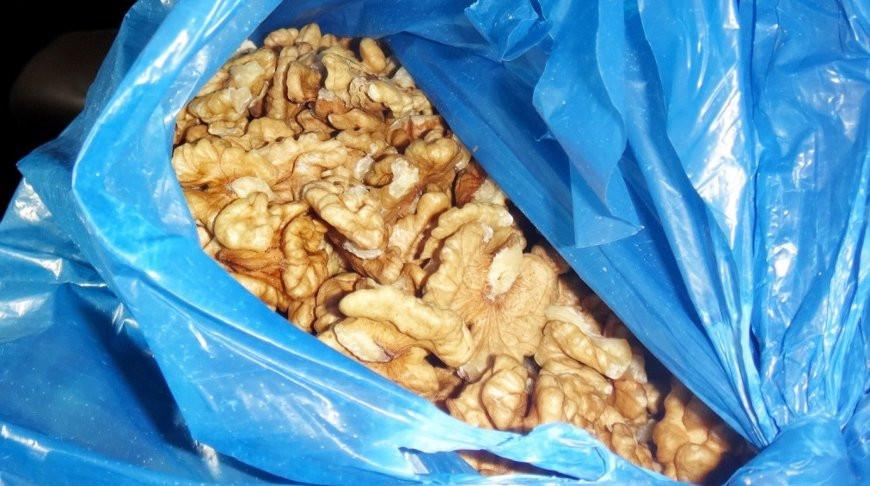 Более полутонны контрабандных грецких орехов изъяли в Столине