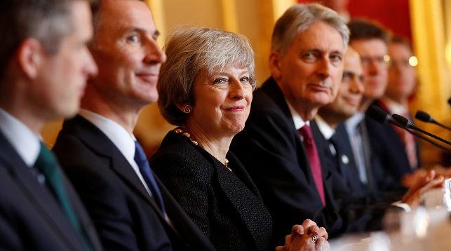 Тереза Мэй (в центре). Фото   Getty Images