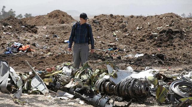 На месте крушения самолета. Фото Reuters