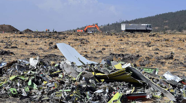 На месте крушения Boeing 737 авиакомпании Ethiopian Airlines. Фото   EPA