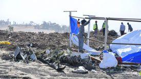 На месте крушения Boeing 737 Max 8. Фото EPA