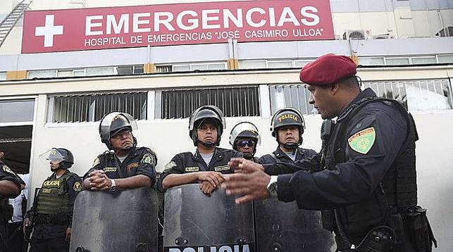 Полиция охраняет больницу, куда привезли Алана Гарсию. Фото   AP