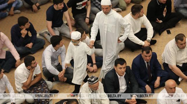 Во время праздничного богослужения в Минской Соборной мечети