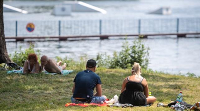 В Польше из-за жары в 34 градуса объявили штормовое предупреждение, а у нас только оранжевый уровень