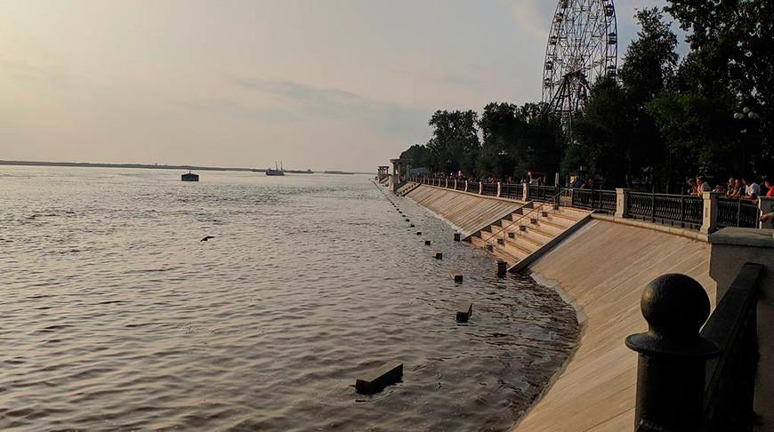 Затопленная нижняя прогулочная зона набережной в Хабаровске. Фото ТАСС