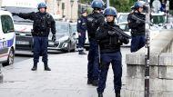 Четыре человека погибли при нападении на полицейский участок в Париже