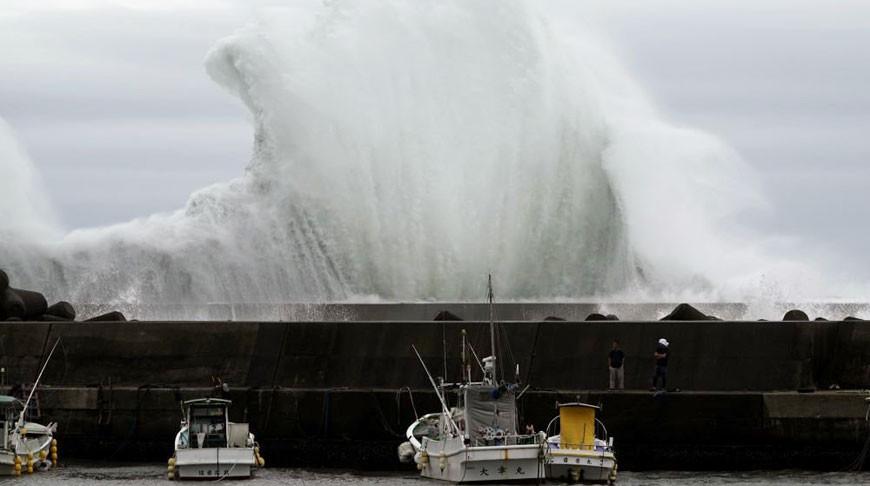 """Тайфун """"Хагибис"""" приближается к городу Кихо, Япония, 11 октября 2019 г. Фото   AP  /Toru Hanai"""