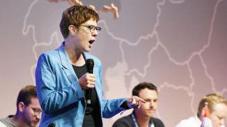 Глава ХДС Аннегрет Крамп-Карренбауэр выступает на съезде молодых консерваторов. Фото DPA