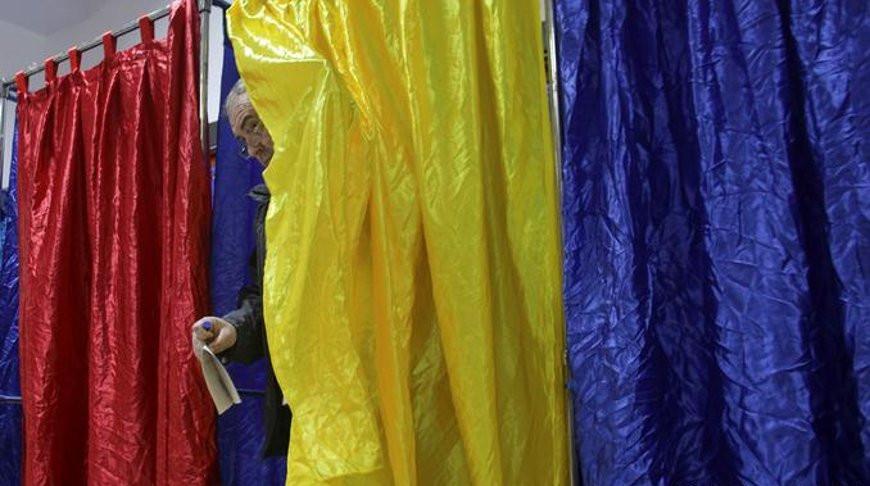 Избирательный участок в Бухаресте. Фото   Reuters