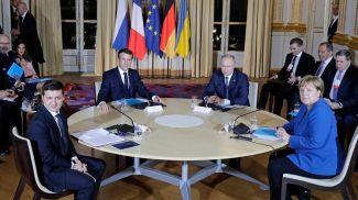 Президент Украины Владимир Зеленский, президент Франции Эмманюэль Макрон, президент России Владимир Путин и канцлер Германии Ангела Меркель. Фото ТАСС