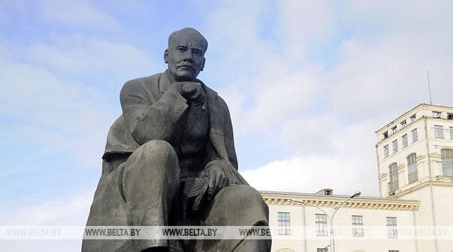 Памятник Якубу Коласу в Минске. Фото из архива