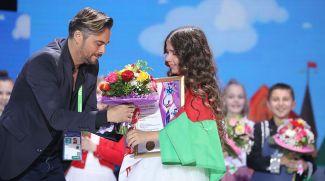 Председатель жюри шведский певец, музыкант и композитор Боссон и обладательница Гран-при Ксения Галецкая (Беларусь)