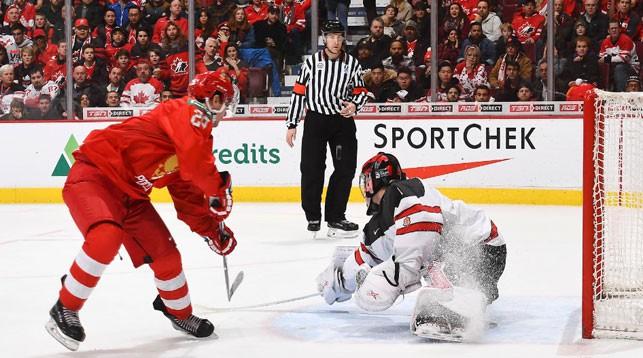 Во время матча Россия - Канада. Фото IIHF