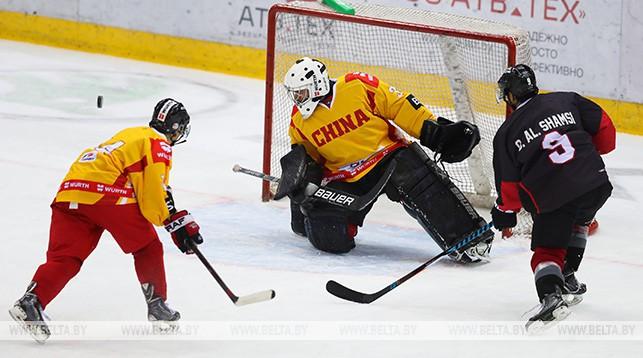 Момент матча ОАЭ - Китай