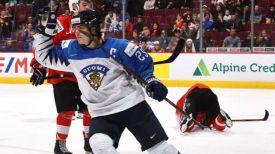 Во время матча Финляндия - Швейцария. Фото IIHF