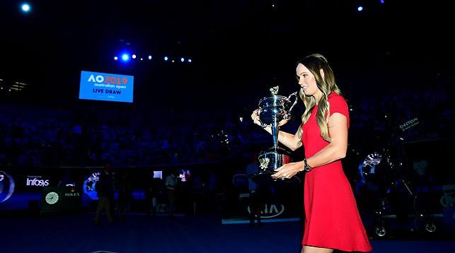 Прошлогодняя победительница открытого чемпионата Австралии Каролин Возняцки во время жеребьевки. Фото официального сайта Australian Open