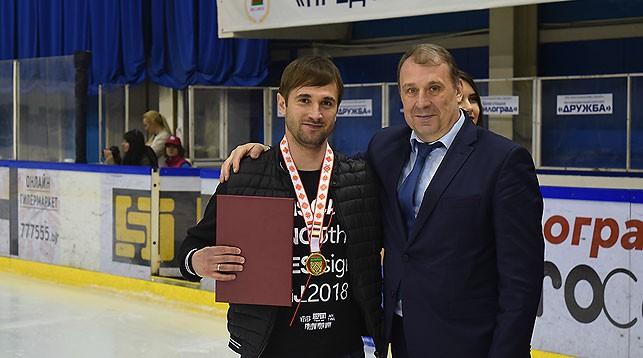 """Дмитрий Панцырев (слева). Фото ХК """"Гомель"""""""