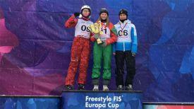 Снежана Дребенкова (в центре). Фото Федерации фристайла России
