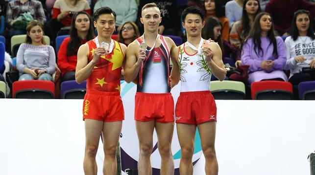 Владислав Гончаров (в центре). Фото Белорусской ассоциации гимнастики