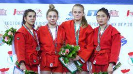 Награждение победителей и призеров в весовой категории до 48 килограмм у женщин