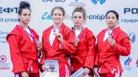 Вера Гореликова (вторая слева). Фото Всероссийской федерации самбо
