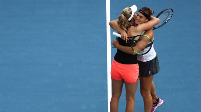 Элизе Мертенс и Арина Соболенко. Фото WTA