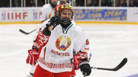 Евгений Оксентюк празднует победу над чешскими хоккеистами. Фото IIHF