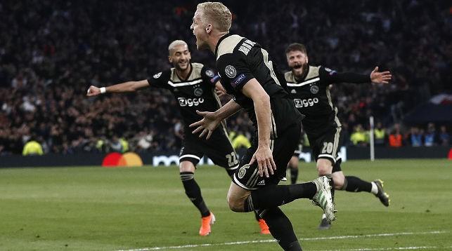 Гол ван де Бека принес ''Аяксу'' победу. Фото УЕФА