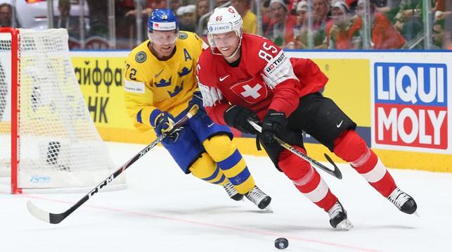 Во время матча Швеция - Швейцария. Фото IIHF