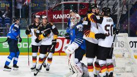 Во время матча Финляндия - Германия. Фото IIHF