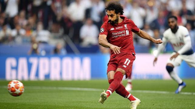 Мохаммед Салах пробивает пенальти. Фото официального twitter-аккаунта УЕФА