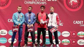 Глеб Макаренко (слева). Фото Международной федерации борьбы