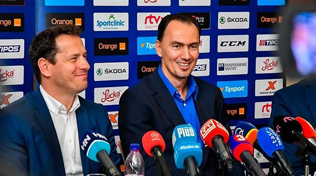 Мирослав Шатан (справа). Фото федерации хоккея Словакии