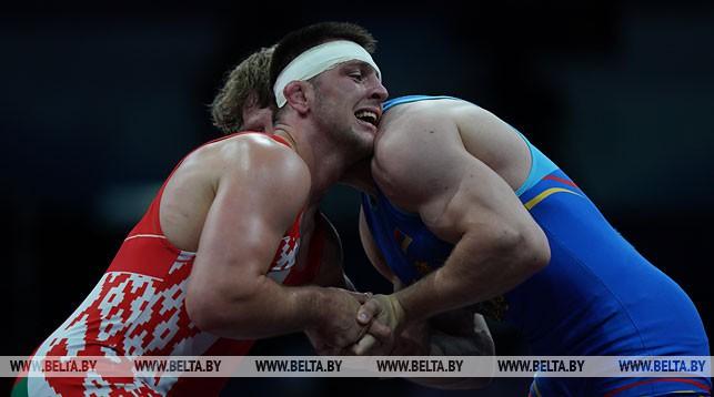 Александр Грабовик (слева)