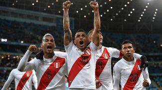 Футболисты сборной Перу счастливы. Фото организаторов турнира
