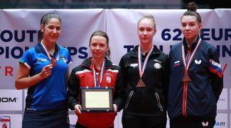 Дарья Кисель (вторая справа). Фото Белорусской федерации настольного тенниса