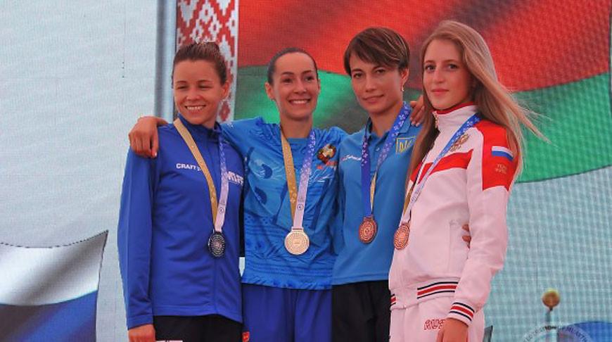 Алена Лешкевич (вторая слева). Фото Международной федерации тайского бокса