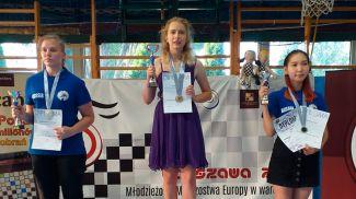 Яна Якубович (в центре). Фото Белорусской федерации шашек