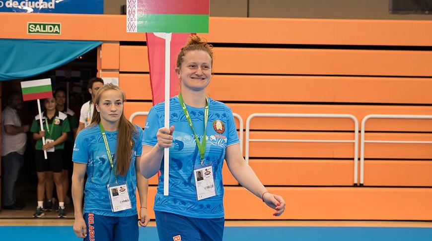 Виктория Кебикова и Юлия Апанасович. Фото Европейской конфедерации бокса