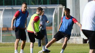 Во время тренировки игроков национальной сборной. Фото из архива АБФФ