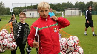 Юные футболисты получили подарки