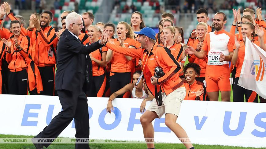 Свен Арне Хансен во время церемонии награждения после матча Европа - США